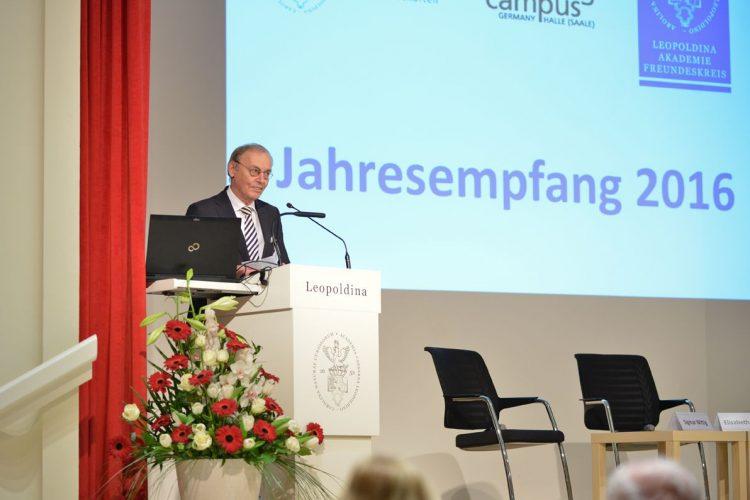 Prof. Sigmar Wittig bei der Vorstellung der Referenten Foto: Markus Scholz