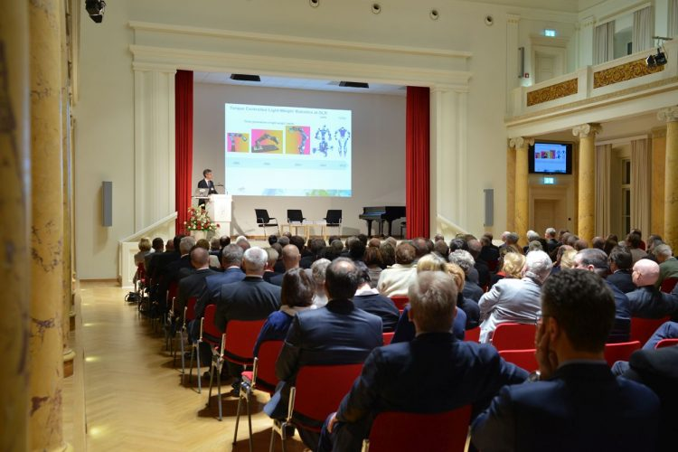 Prof. Albu-Schäffer bei seinem Vortrag Foto: Markus Scholz