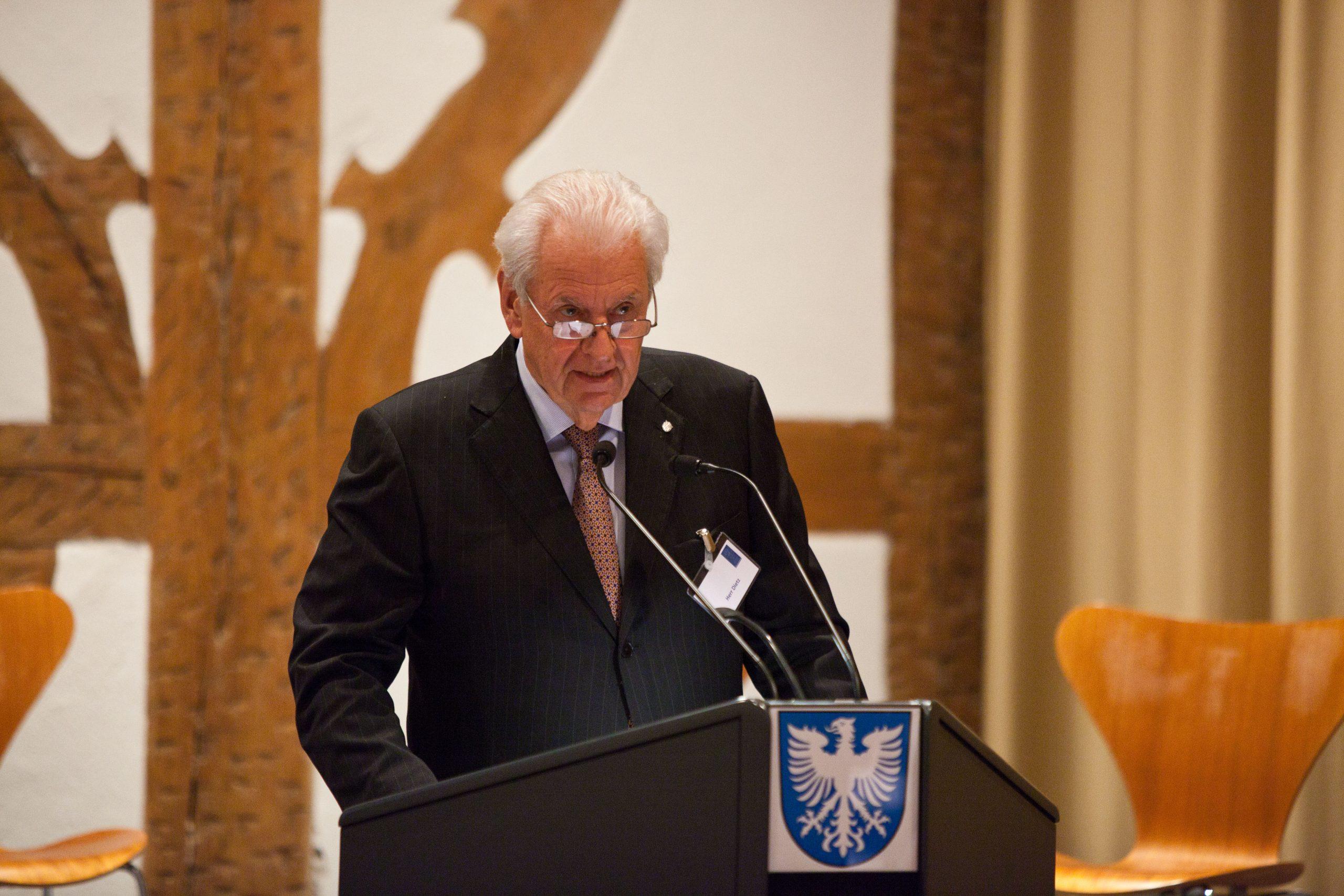 Jahresveranstaltung 2017 Horst Dietz bei seiner Begrüßung. Foto: Pressebüro Stefan Pfister/Schweinfurt