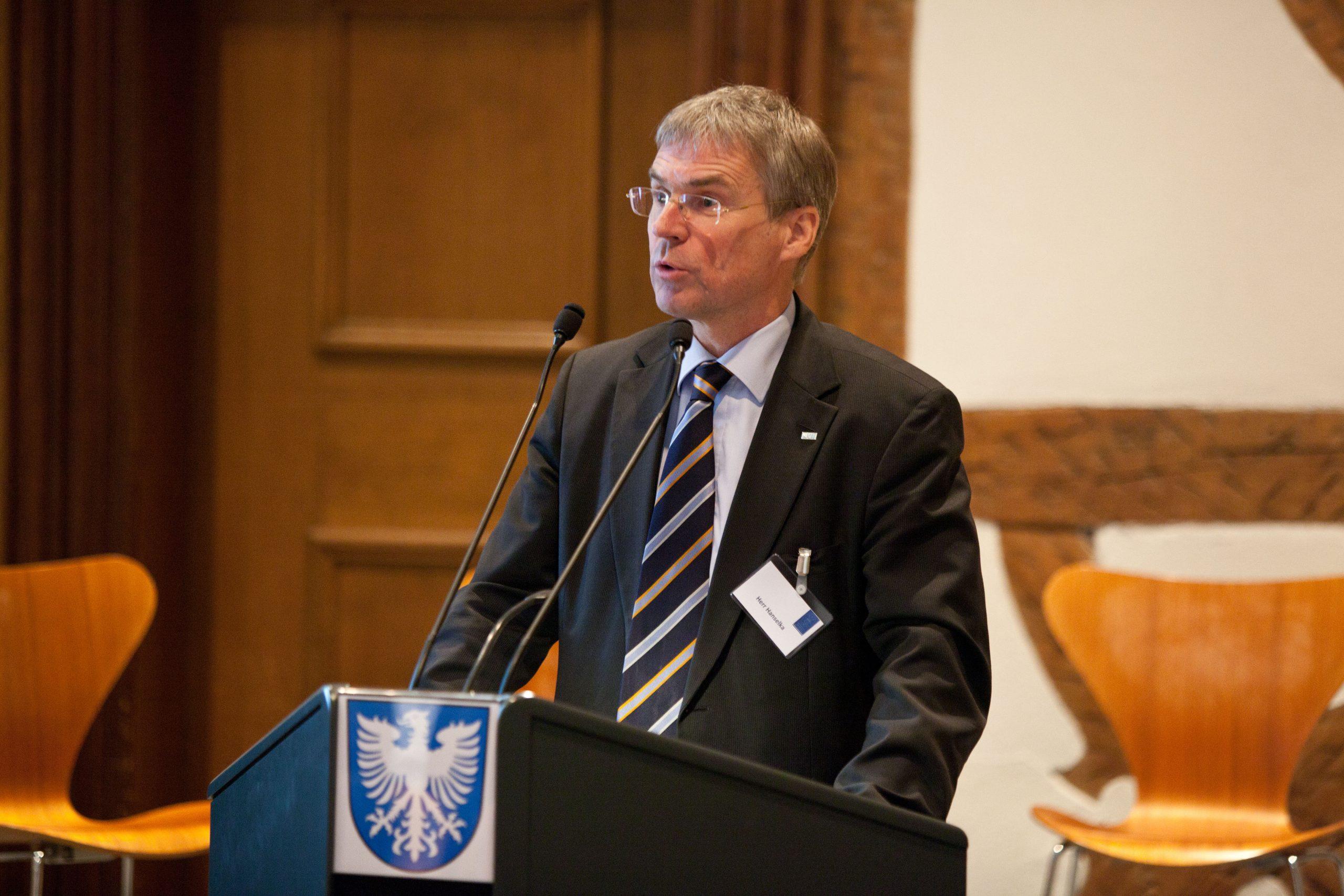 Jahresveranstaltung 2017 Holger Hanselka bei seinem Vortrag. Foto: Pressebüro Stefan Pfister/Schweinfurt