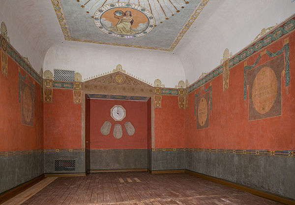 Ostwand des Ritualraums mit der Altarnische nach Freilegung