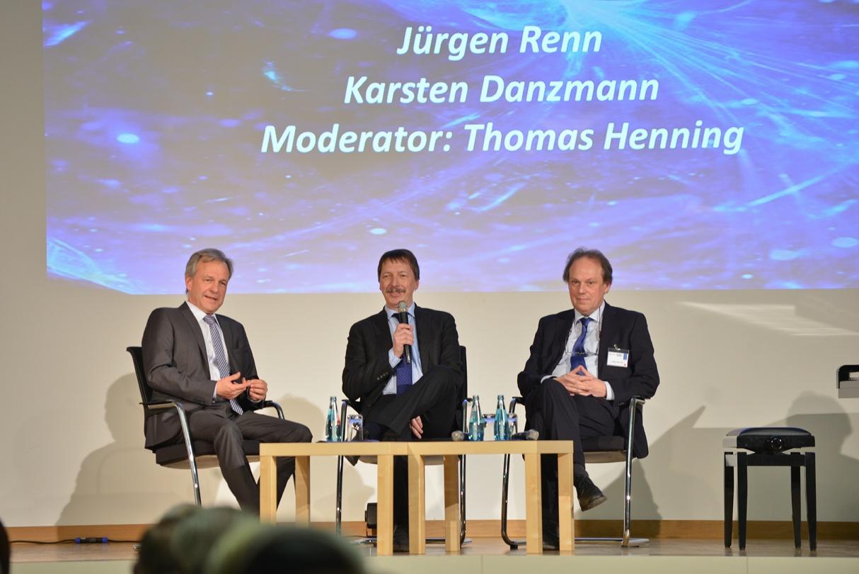 Karsten Danzmann, Thomas Henning, Jürgen Renn auf dem Podium (v.l.) Foto: Markus Scholz