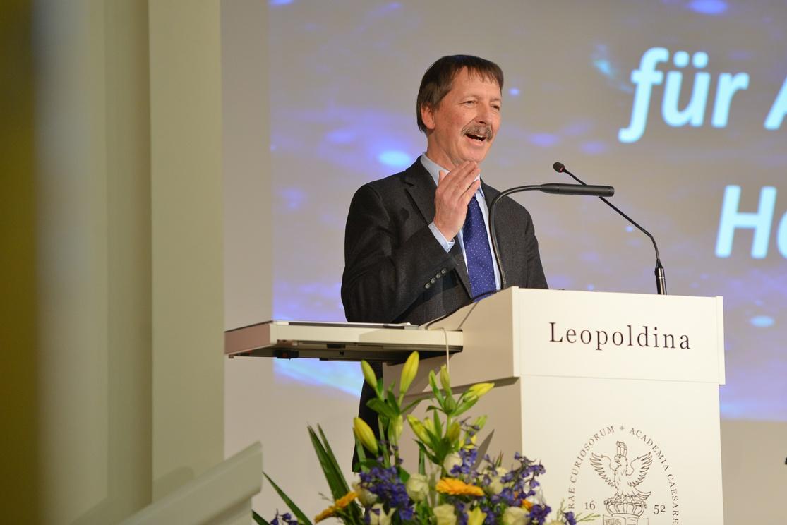 Thomas Henning bei der Vorstellung der Referenten Foto: Markus Scholz