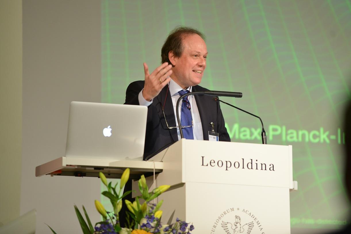 Jürgen Renn bei seinem Vortrag Foto: Markus Scholz