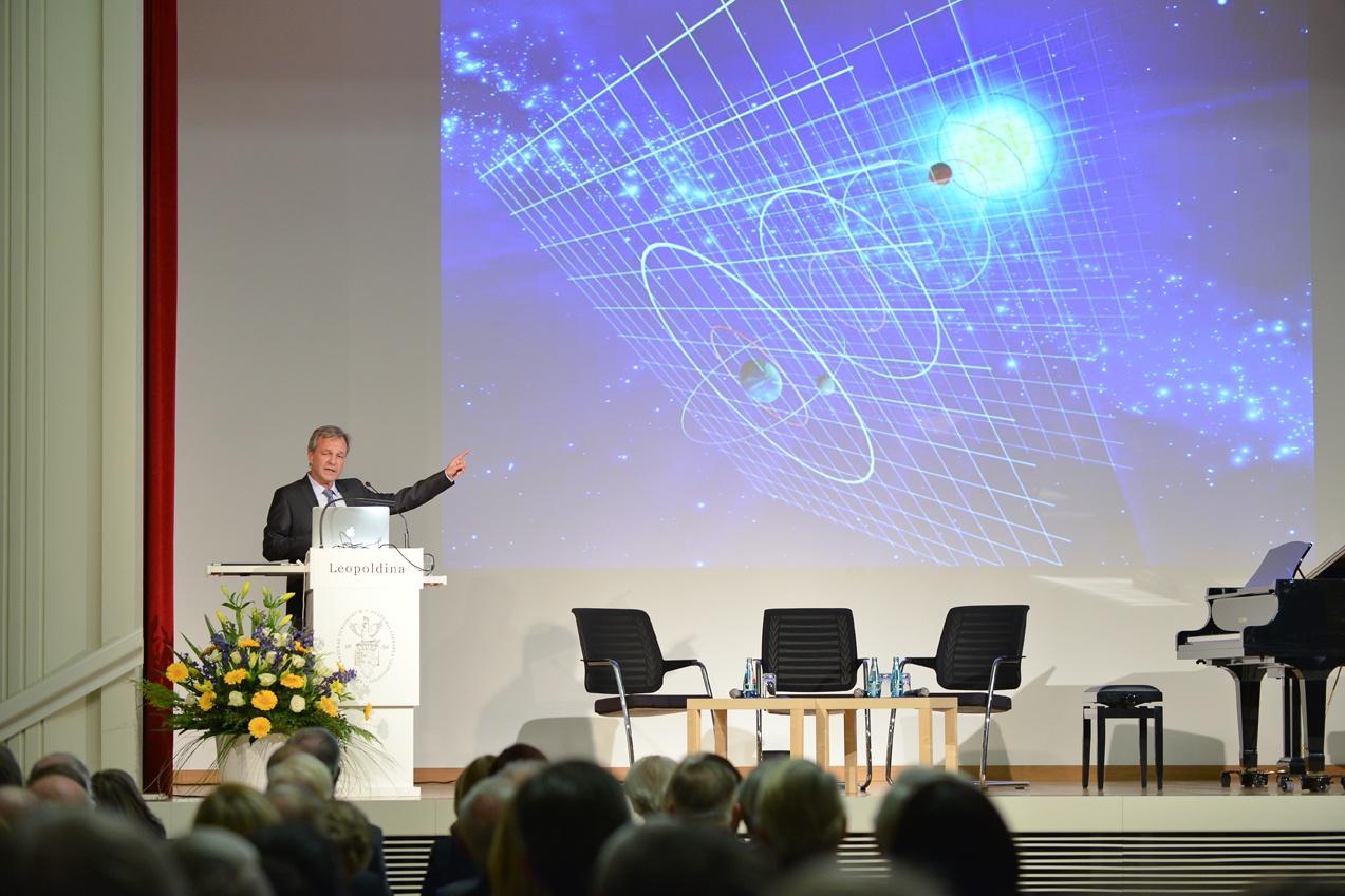 Karsten Danzmann bei seinem Vortrag Foto: Markus Scholz