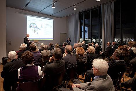 Abendveranstaltung 2010 Prof. Bradshaw bei seinem Vortrag. Foto: Markus Scholz