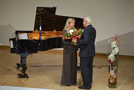 Einweihung des vom Freundeskreis gestifteten Flügels 2012 Die Händelpreisträgerin Ragna Schirmer und Dr.-Ing. Horst Dietz Foto: Markus Scholz