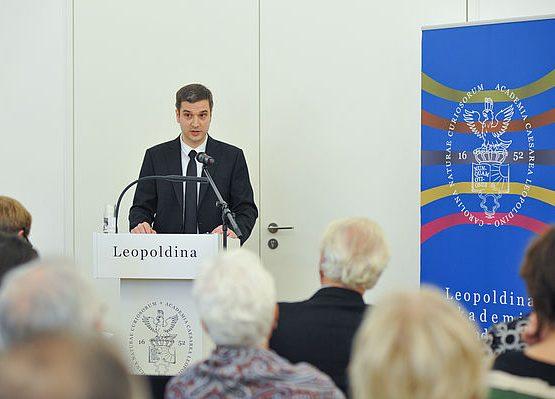 Dr. Krämer bei seinem Vortrag Foto: Markus Scholz