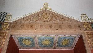Altarnische mit Giebel im Osten des Ritualraums des VI. Grades